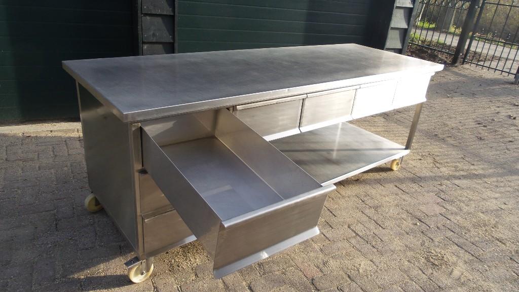 Rvs bakkerswerkbank op wielen ackersdijk bakkerijmachines for Rvs ladenblok op wielen