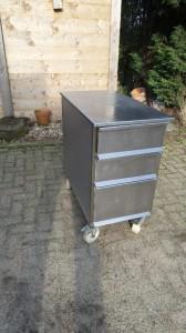 RVS Ladenkast op wielen (1)